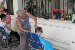 Hanoi street barber